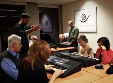 Colabora Yamaha en los talleres para invidentes y artistas ONCE