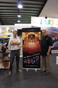 Carlos Lantadilla (CyV Music) y Gilberto Morejon (Powersoft) en el stand de CyV Music