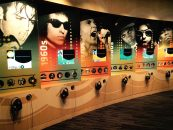 El Museo del Grammy añade 200 audífonos custom AKG para exhibiciones y programas