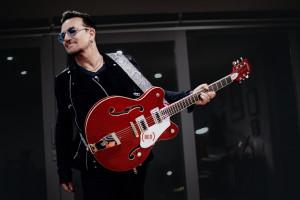 Bono.Gretsch.RED Elctromatic_EoinMc_alt2