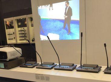 CS-120 es el sistema de conferencia digital que JTS trae para este año
