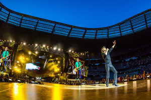 clay_paky_hits_the_road_with_the_rolling_stones_zip_code_tour_02_L