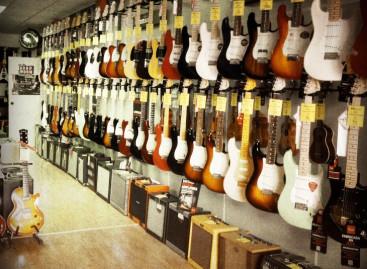 AGLmusical, un negocio familiar especializado en guitarras, bajos y amplificadores