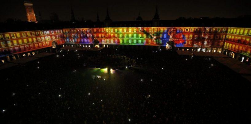 La Plaza Mayor de Madrid brilla con Clay Paky
