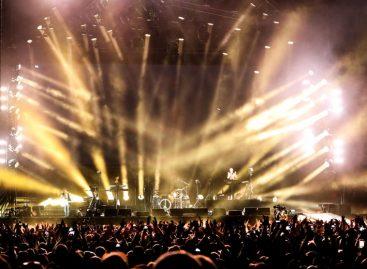 Las nuevas luminarias VL6000 Beam de Philips de gira con Depeche Mode