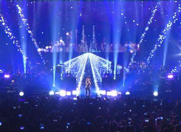 Yves Aucoin destaca a Celine Dion con la luminaria MagicPanel-R de Ayrton