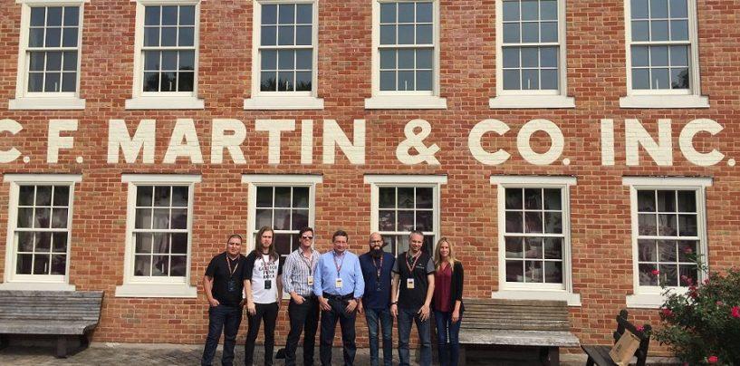 Representantes latinos visitan la fábrica de Martin