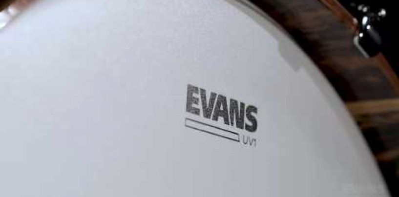 Cobertura total con UV Bass Drumheads de Evans