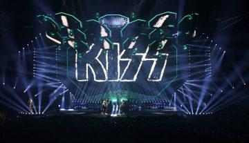 """La gira mundial """"End of the Road"""" de KISS, se iluminó con DARTZ 360 de Elation"""