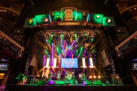 House of Blues, la residencia de Santana en Las Vegas, se iluminó con Elation