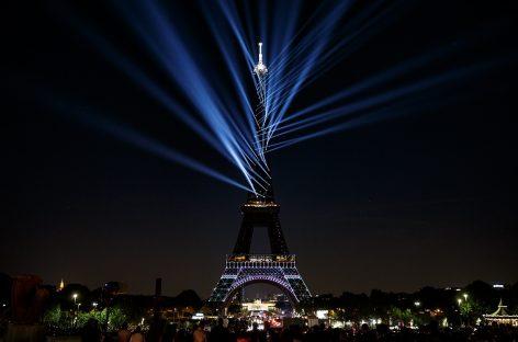 El 130 aniversario de la Torre Eiffel se iluminó con Proteus Hybrid de Elation