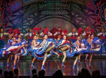 La luminaria Alice de Robert Juliat ambienta el Moulin Rouge de París