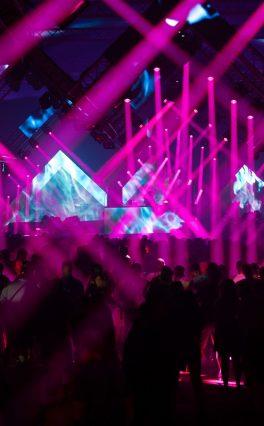 El festival NATURE ONE se iluminó con cabezales móviles OPUS SP5 y AZOR B1 de Cameo