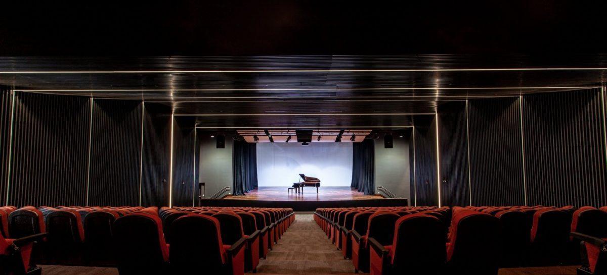 El nuevo auditorio del Colegio Humboldt en Costa Rica, se ilumina con Elation