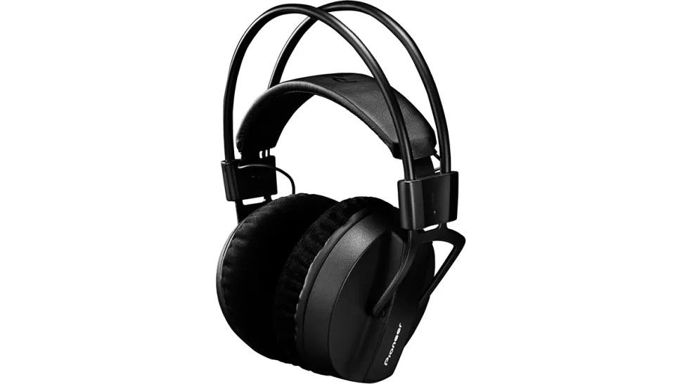 6 Pioneer HRM-7 Studio Headphones