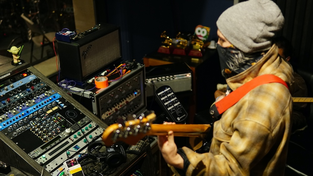 OCTO Mixer w musician at Groove Studios in Colombia credit Harbey Marin … copia